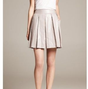 💖 BANANA REPUBLIC - METALLIC SILVER PLEATED SKIRT